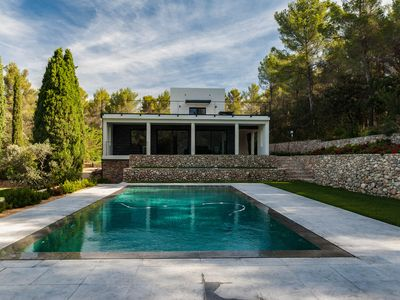 Photo for A beautiful contemporary in a very residential area of ​​Aix en Provence