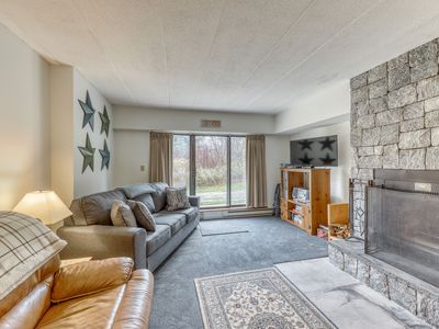 Condo with seasonal shared pool, hot tub, steam room, firepit, & fitness center