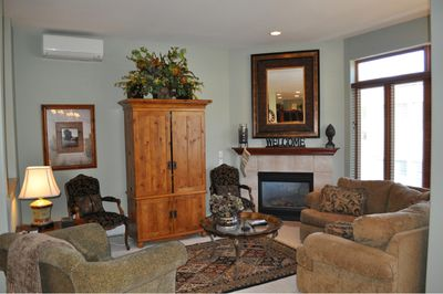 Living Room with Gas Fireplace, Wireless Internet, Flatscreen TV, DVD, & Stereo