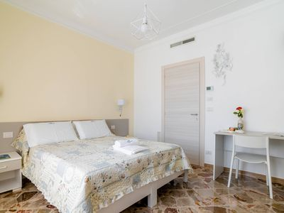 Photo for Suite Porto Rosso - B&B L'Approdo, WiFi, A/C, 5min by walk from city center
