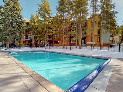 Photo for Upscale condo w/balcony & shared pool/hot tub-walk to lifts/Main St