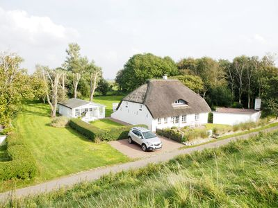 Photo for Romantic thatched cottage by the sea, ideal for 2 families or a large family