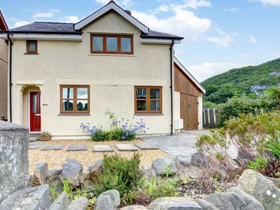 Photo for Holiday home in Snowdonia National Park within walking distance from the coast