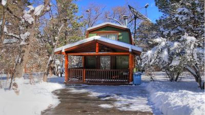 Bear Country Getaway: Pet Friendly! Cute and Clean near Forest