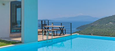 Photo for Superb 4-bedroom villa with private infinity pool and spectacular view