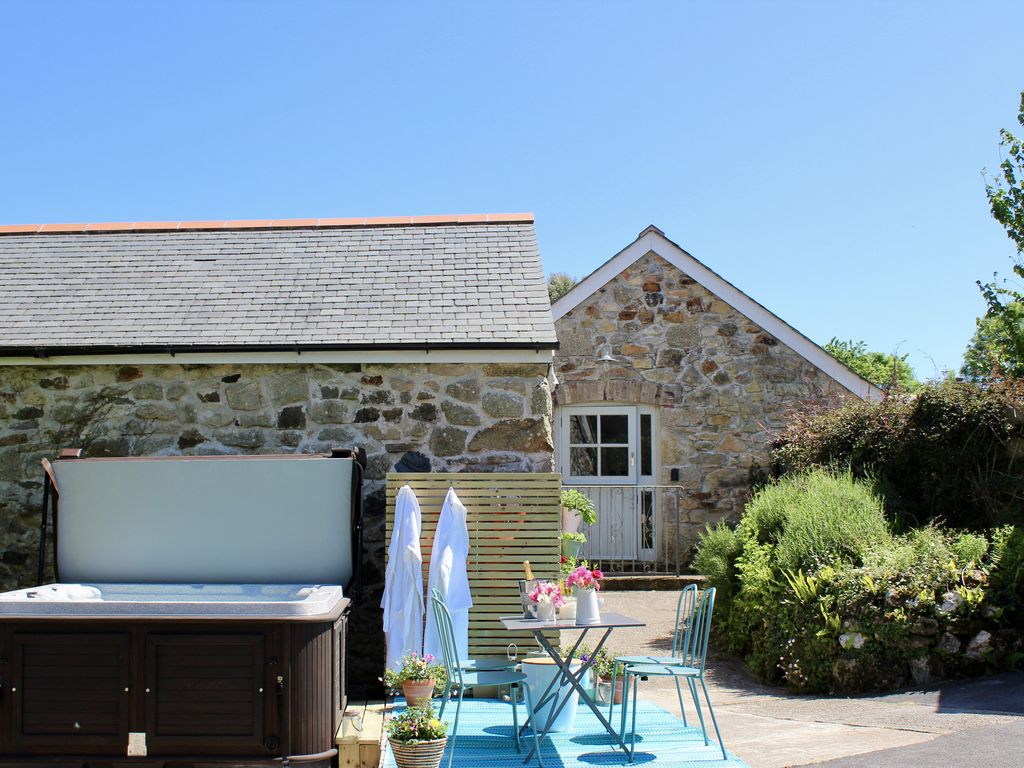Herb Cottage, Nr Marazion: A gorgeous barn conversion with hot tub ...