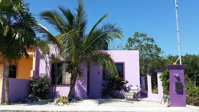 Ideally located smoke and pet free jungle home with lovely caribbean breezes!