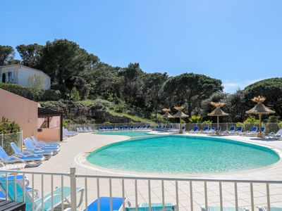 Photo for 3 bedroom Apartment, sleeps 6 with Pool, WiFi and Walk to Shops