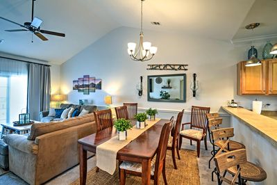 This Myrtle Beach vacation rental condo is adorned with tasteful decor.