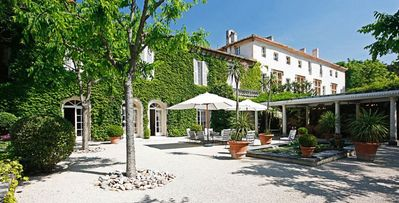 Photo for Chateau d'Avignon- 10 bd villa with pool in Avignon