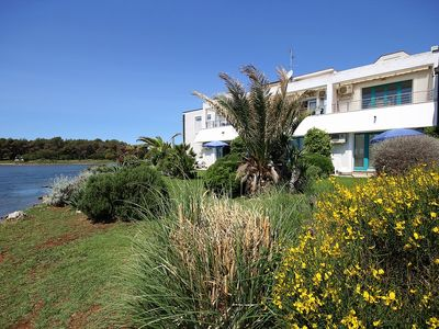 Photo for Studio apartment only 400 meters to the sandy beach in Medulin with kitchen, air conditioning, WiFi, garden with sea view