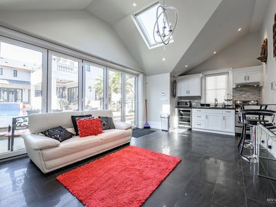 Photo for ☆Luxury Getaway☆ South Granville- Central YVR, DT, FREE Parking, Wi-Fi, A/C