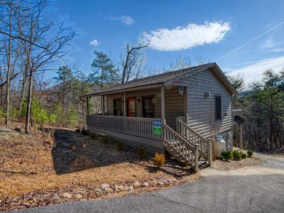 Photo for Adorable 1 bedroom Cabin close to all the attractions in the Smoky Mounatins!