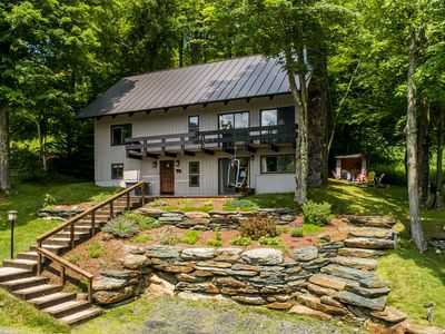 Mountainside single-family home just steps from Sugarbush Resort.