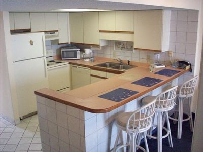 Clean, bright, well-equipped kitchen and breakfast bar.