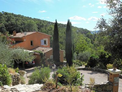 Photo for Lovely Provençal villa with heated pool and full air conditioning
