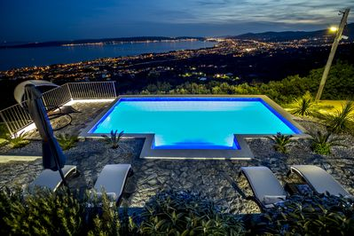 Villa Hill View - heated pool with panoramic view, relaxed atmosphere in nature
