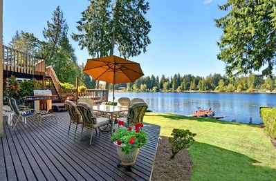 Beautiful 2 bedroom lower apartment on small lake. Exclusive use of this deck.