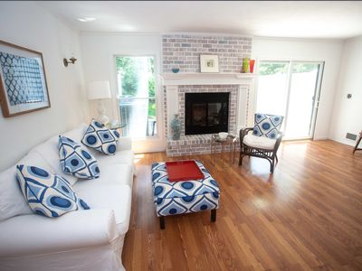 Photo for Chic 2 Bedroom 2 1/2 townhouse in Southampton