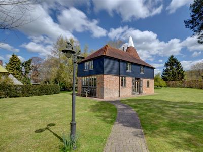 Photo for Kings Bank Oast - Four Bedroom House, Sleeps 6
