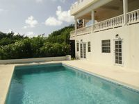 Very good location , peaceful and tranquil overlooking the Savannes Bay .