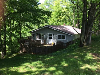 Recently Renovated Lake Front Cottage with Family Friendly Private Beach