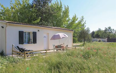 Photo for 1 bedroom accommodation in L'Isle Sur Sorgue