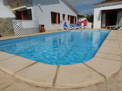 Photo for Very comfortable family house 4 bedrooms, private pool, 400 m. BEACH