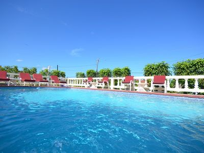STROLL TO A WHILE SANDY BEACH! COOK! BUTLER! FAMILY-Pineapple, Silver Sands 6BR