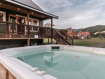 Photo for Petersons Acres for the family- Wi-Fi, hot tub, DirecTV and waiting for you
