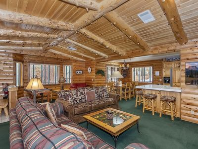 Moose Haven: Close to Snow Summit & the Village! Wood Burning & Gas Fireplace! WiFi! Gas BBQ! Spa!
