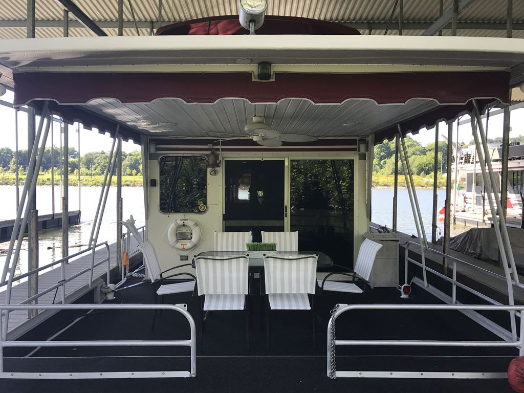 Magnificent 70' Houseboat with Roof Top Party Deck Walking Distance to DT  Knox - Knoxville