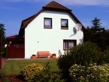 Quiet location, 3 bedrooms, 2 shower / WC, WLAN, 200 m to the sea