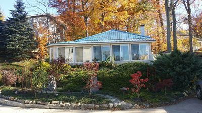 Great Cozy Cottage Overlooking Big Paw Paw Lake Just Steps From A small Beach!