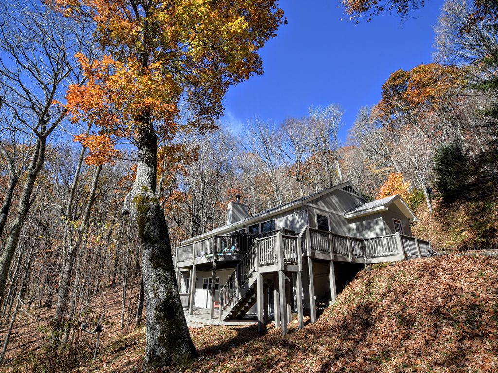 Genial Two Large Decks, Beautiful Private Setting, And A Short Walk To Appalachian  Trl.