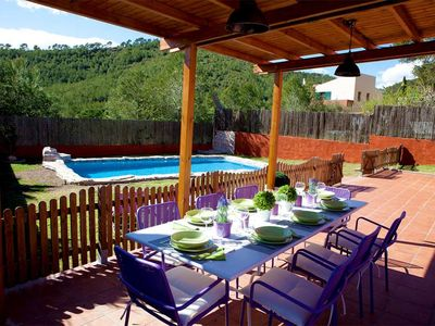 Porche with outdoor dinning table for 10 people. BBQ. Fence to protect kids/pool