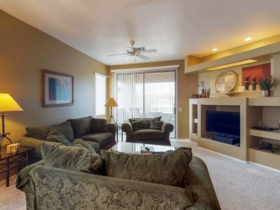 Lovely mountain view condo with balcony, shared pool and hot tub!