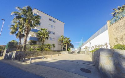 Photo for Apartment with terrace and communal pool in the center of l'Ampolla