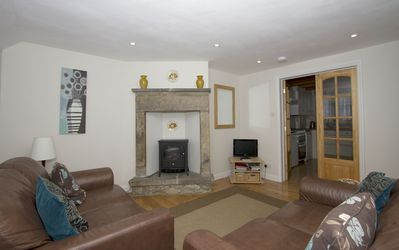 Comfortable sitting room with 2 sofas