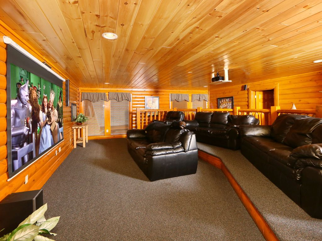 6 bedroom cabin theater room game room hot tub sleeps 22 dogs ok grill pigeon forge for 6 bedroom cabins in pigeon forge tn
