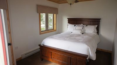 MBR with queen bed and full bath, large closet.