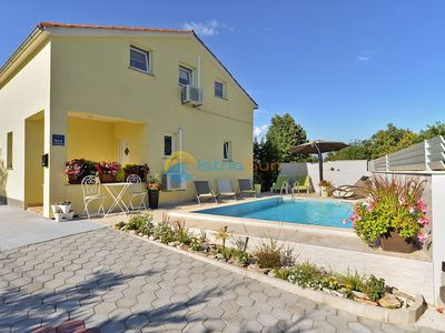 Photo for House 1044/3900 (Istria - Svetvinčent), Family holiday, 13000m from the beach