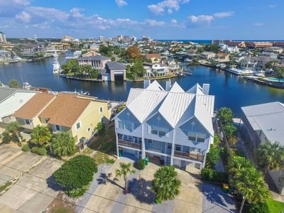 "Photo for ""Knot Real Life"" Waterfront 4BR on Destin Harbor w/ Decks, Boat Dock & Kayaks"