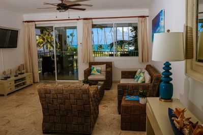 Open concept Living - Dinning room - Caribbean style decor