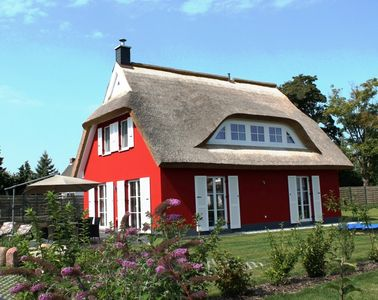 Photo for 5 star holiday home on the water, thatched roof, terrace, fireplace, sauna, Wi-Fi, barbecue
