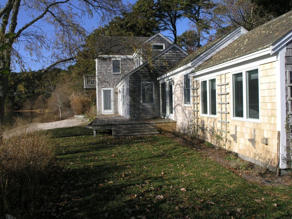 Property Image#1 Bright and airy two story cottage with central A/C and