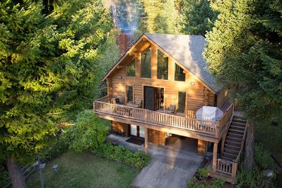Cozy log home tucked in the woods with Flathead lake front access