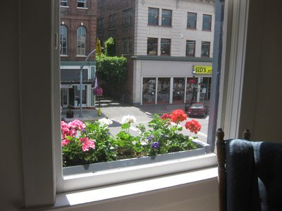 Photo for Experience the charm of Living Downtown! Wifi, dining,shopping,parks,wine!