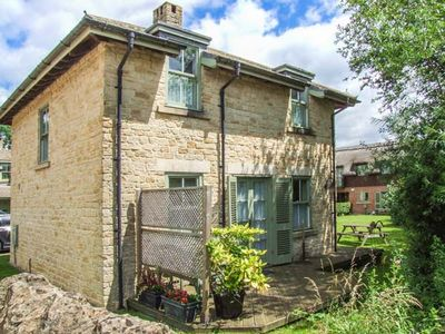 Photo for BADGER'S LODGE, pet friendly in Cotswold Water Park, Ref 937915