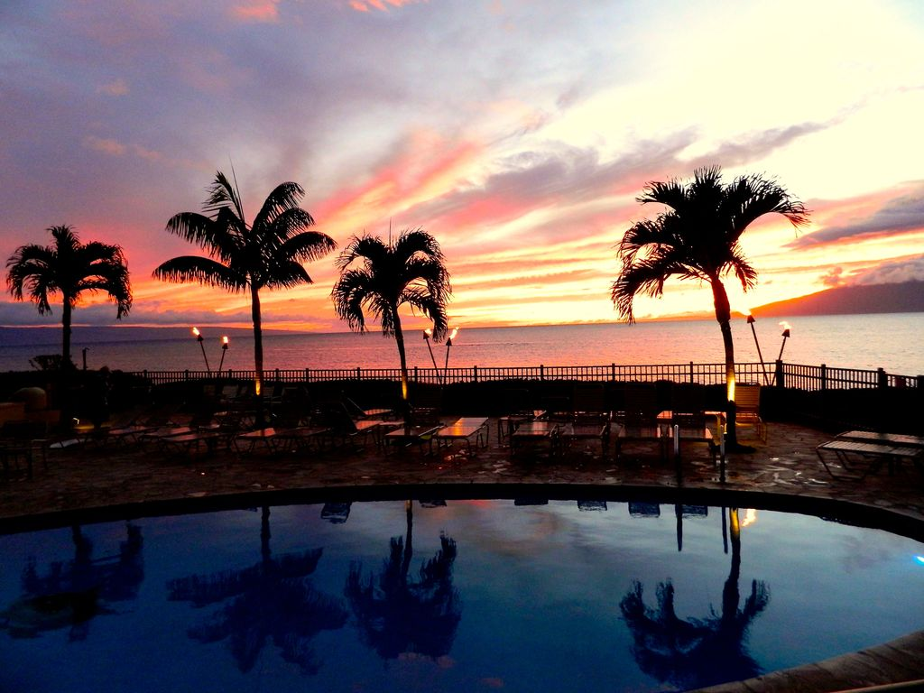 Ocean views to dream about 1st floor vrbo sunset at the hololani pool july 2014 falaconquin